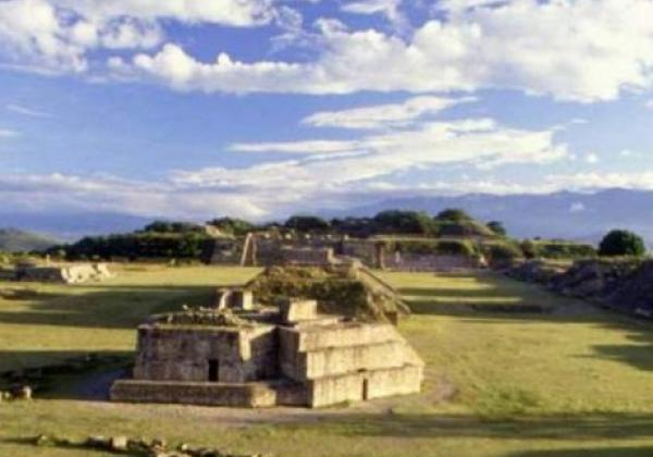 monte-albán-archeological-site-1