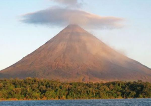 vulkan-arenal-see