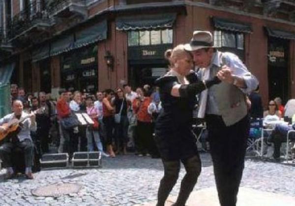 street-tango-in-san-telmo---buenos-aires