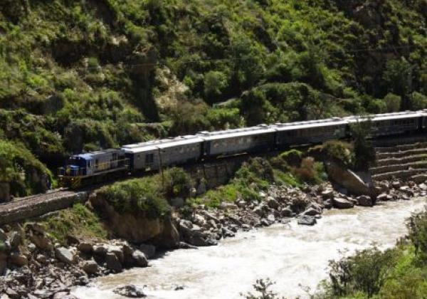 train-journey-to-machu-picchu