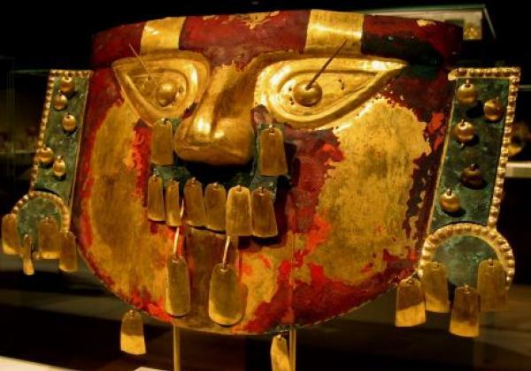 sican-funerary-mask-in-the-metropolitan-museum