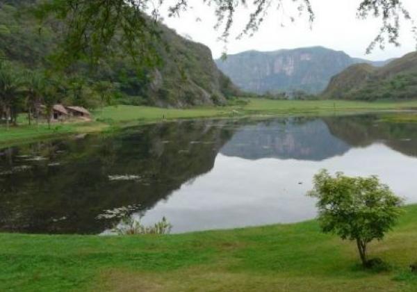 laguna-volcan-amboro