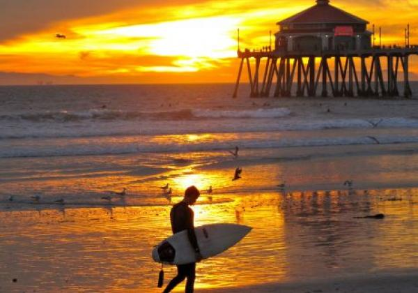 santa-monica-surfing-at-sunrise