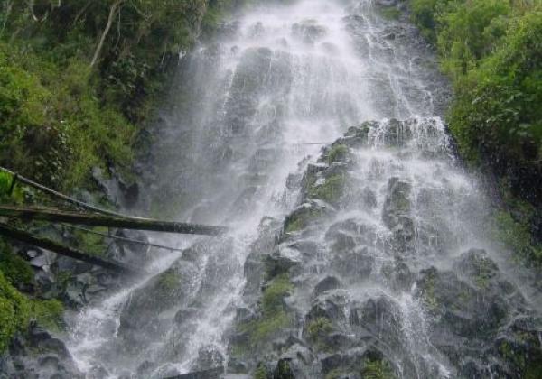 banios-waterfall.jpg