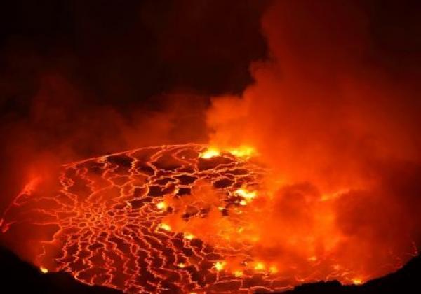 tag-2---besteigung-des-nyiragongo-vulkans---lava