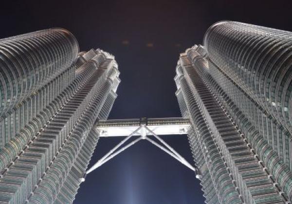 kuala-lumpur---petrona-towers-at-night-(5)