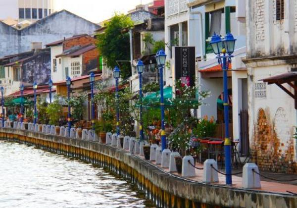 malacca---houses-by-the-river