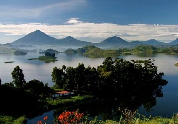 iyt---uganda---lake-mutanda-1b