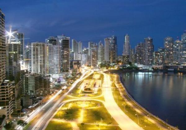 panama-city-in-der-nacht