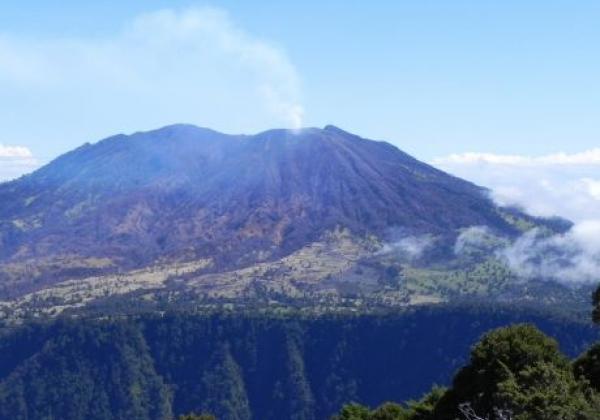 turrialba-vulkan-mit-rauch