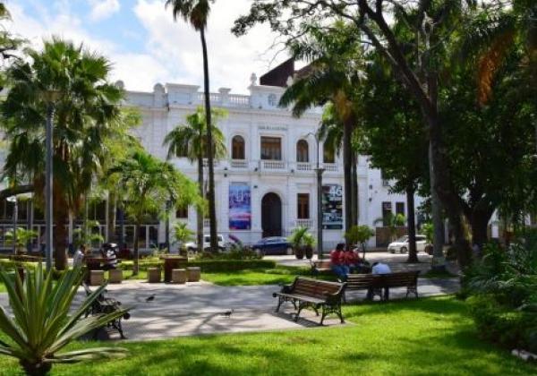 plaza-santa-cruz