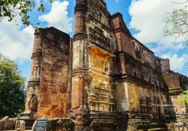 polonnaruwa-temple-ruins