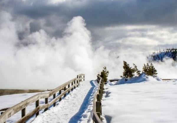 snowshoe-paths-yellowstone