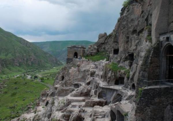 vardsia-höhlenstadt