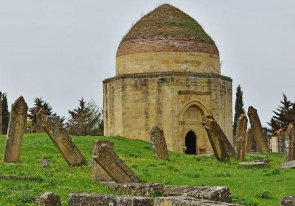 yeddi-gumbaz-mausoleum