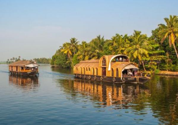 backwaters-of-kerala-f1jjgb