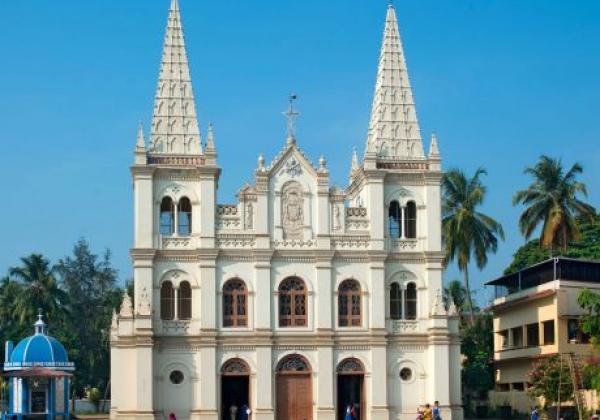 santa-cruz-basilca-church,-fort-cochin,-kerala,-india-bk9n4k