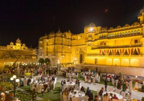 dinner-at-the-city-palace,-udaipur-ewcjy1