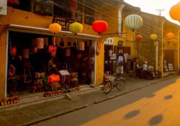 vn-hoian-street