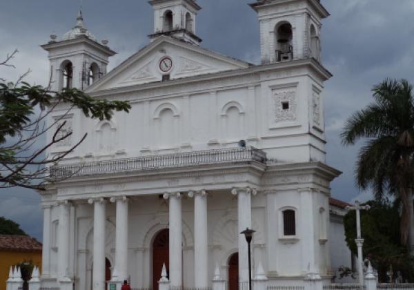 sih14n-suchitoto-church