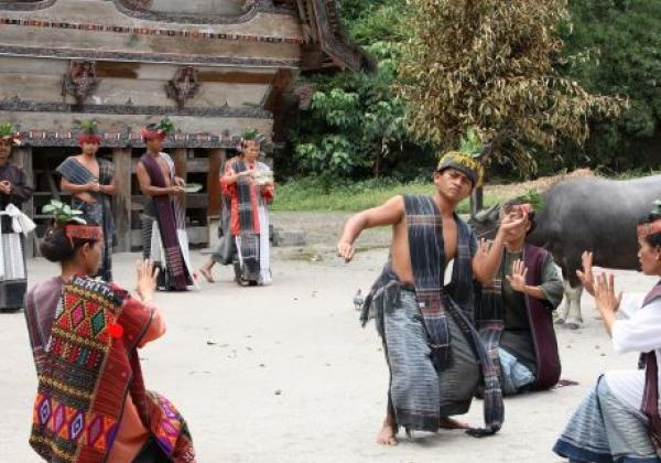 toba-lake---batak-dancers