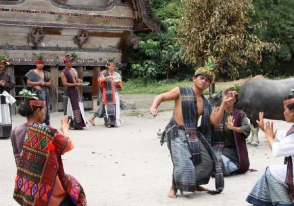 toba-lake---batak-dancers