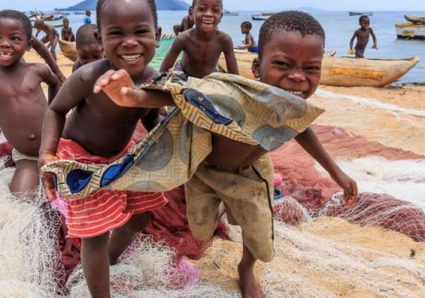 lake-malawi-children