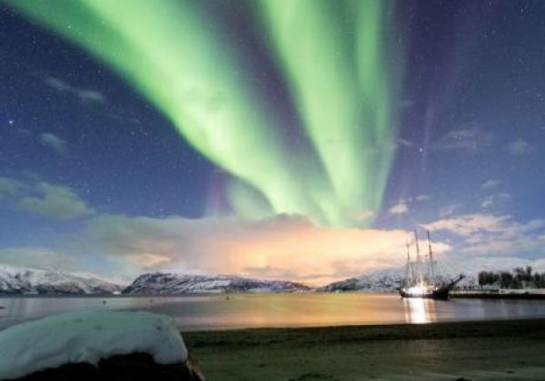 schiff-mit-nordlichtern.jpg