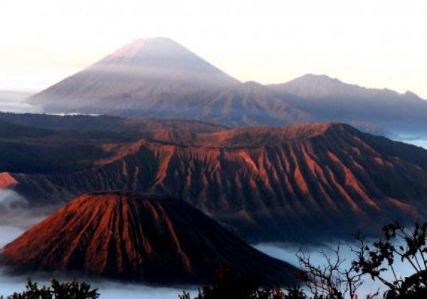 batok---bromo---semeru-volcano