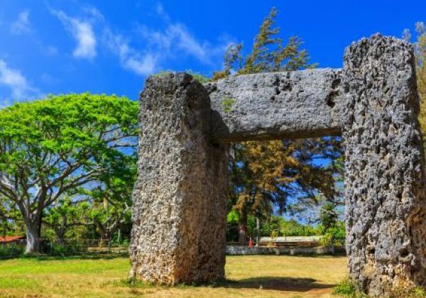 ha'amonga-'a-maui-in-nuku'alofa