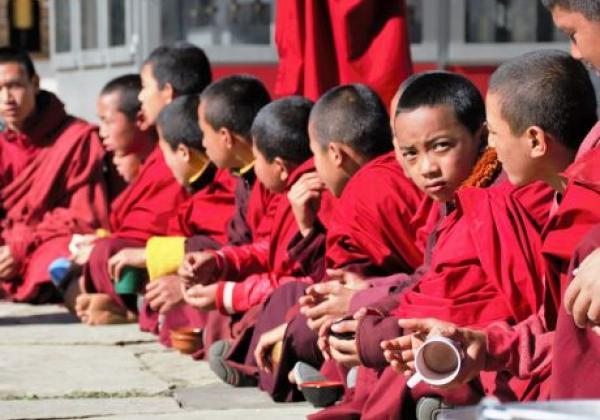 bhutan-mönche