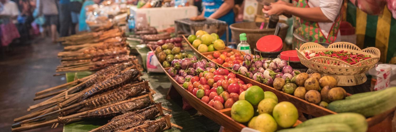straßenmarkt-in-kambodscha