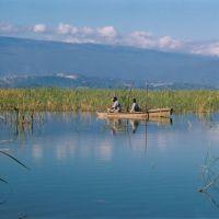 lago-enriquillo---fishermen-on-a-boat,-barahona