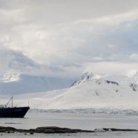 kreuzfahrtschiff-in-der-antarktis.jpg