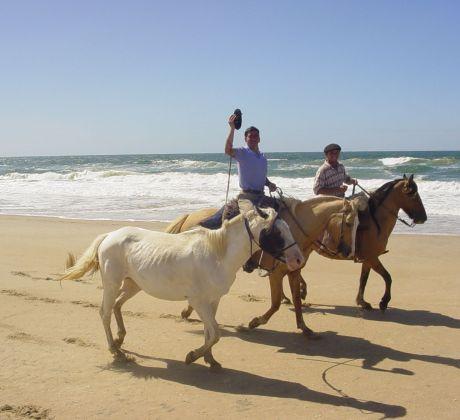 Reiten am Strand in Uruguay
